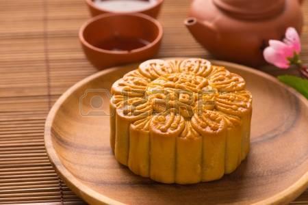 24205529-mooncake-and-tea-chinese-mid-autumn-festival-food