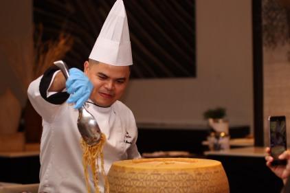 Seda Chef De Partie Chris Mercaral prepares one of the courses in a pasta trolley (2).JPG